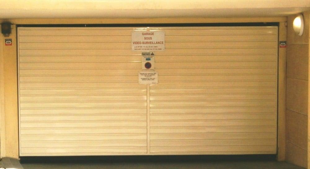 Porte de garage en acier rainures horizontales