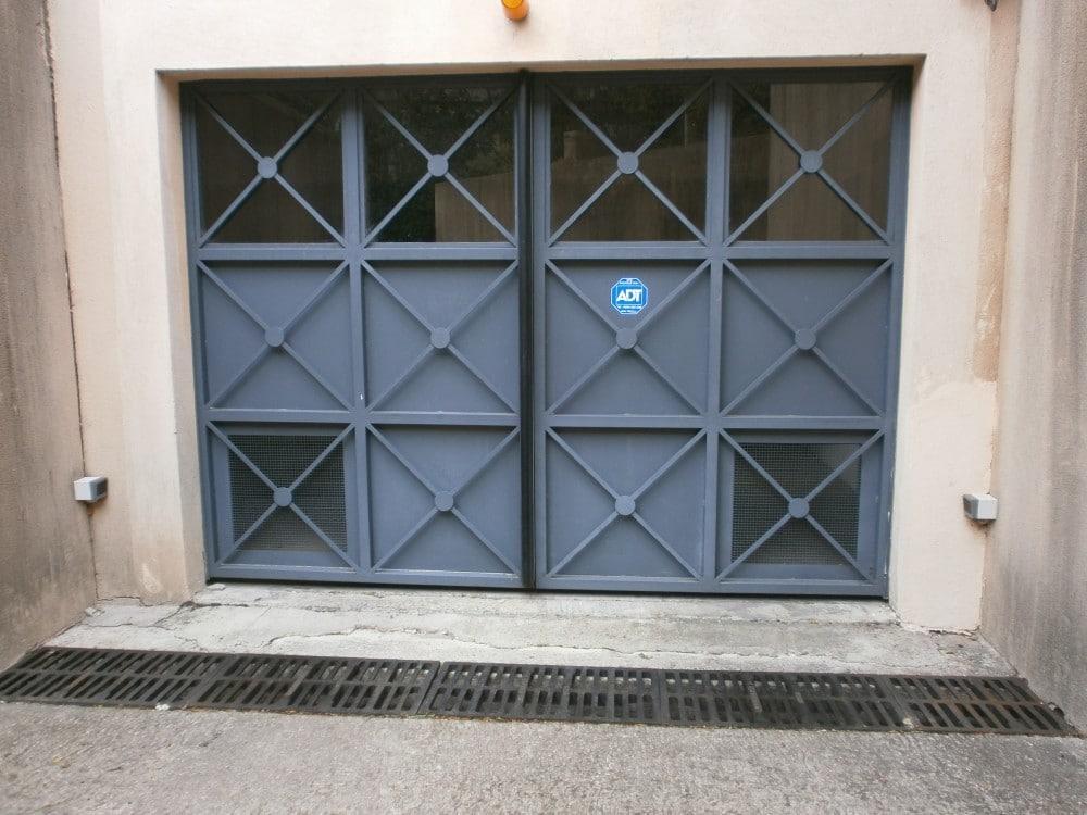 "Porte de garage motif ""croix"""
